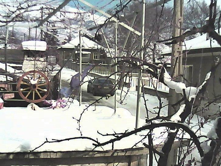 Пирдоп (29.януари.2014 г.) времето уеб камера домашен двор къща улица Free-WebCamBG